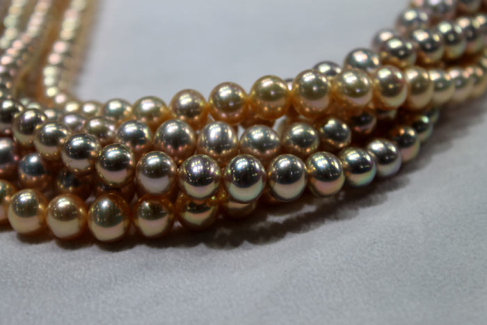 group of metallic pearl strands