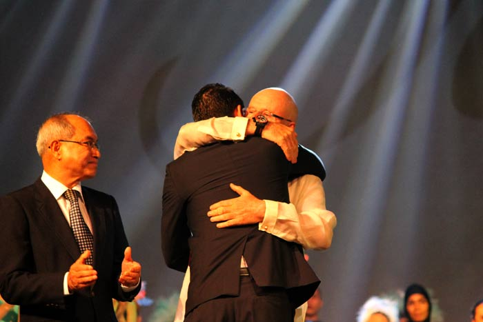 a warm embrace for the success of the Jewelmer gala