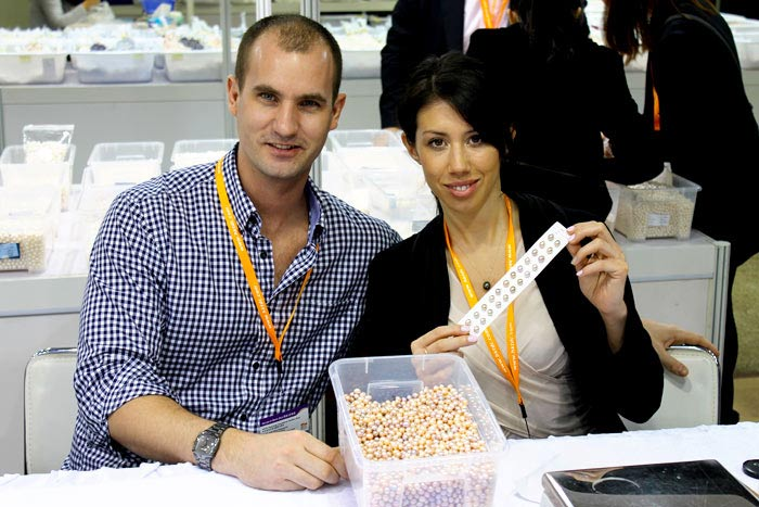 Selecting pearls in Hong Kong