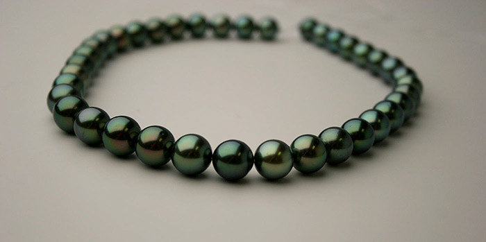 dark green Tahitian pearl necklace