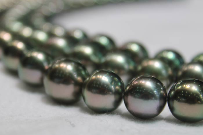 dark green Tahitian pearl necklaces