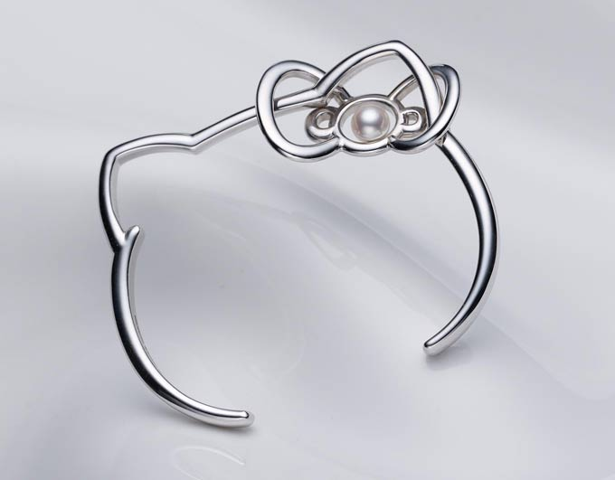 hello kitty sterling silver bangle with akoya pearl