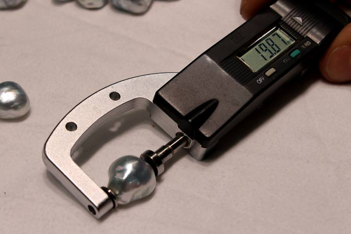 measuring a blue south sea pearls