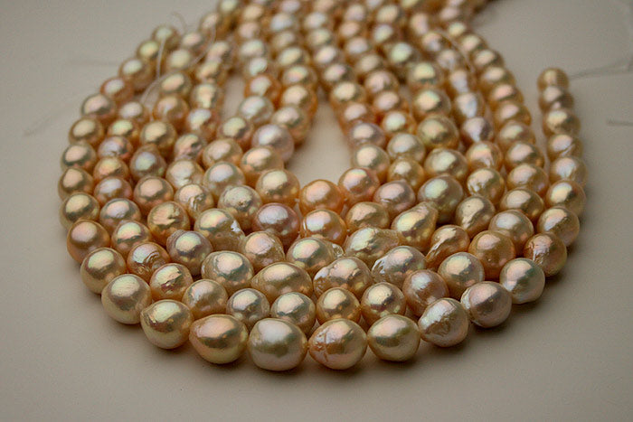 white to peach ripple pearls