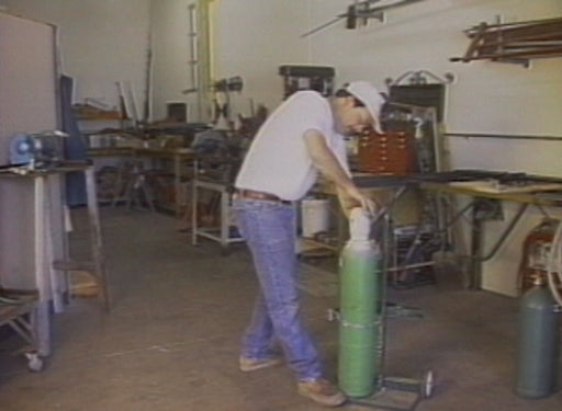 Safe Handling of Compressed Gas Cylinders (Machinery)