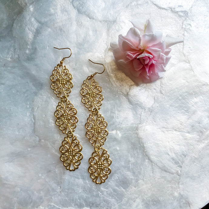 Jewelry Junkie Gold Filigree Dangle Earrings