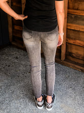 Load image into Gallery viewer, Driftwood Jackie Zig Zag Gray Jeans