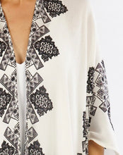 Load image into Gallery viewer, Lovestitch Border Print Kimono