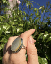 Load image into Gallery viewer, Mother of Pearl Shore Ring