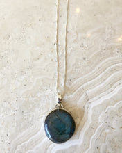 Load image into Gallery viewer, Labradorite Surround Necklace