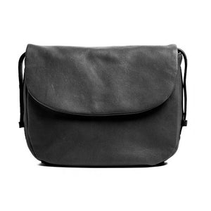 Black priya bag rugged hide (this photo is for reference of the tan priya)