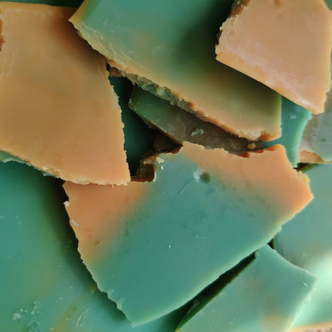 Tobacco and Oak Soy Wax Brittle - The Druid's Kitchen
