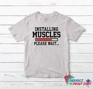 "Tricou ""Installing Muscles Please wait..."""