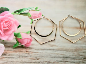 hexagon shaped earring with an inner-circle design