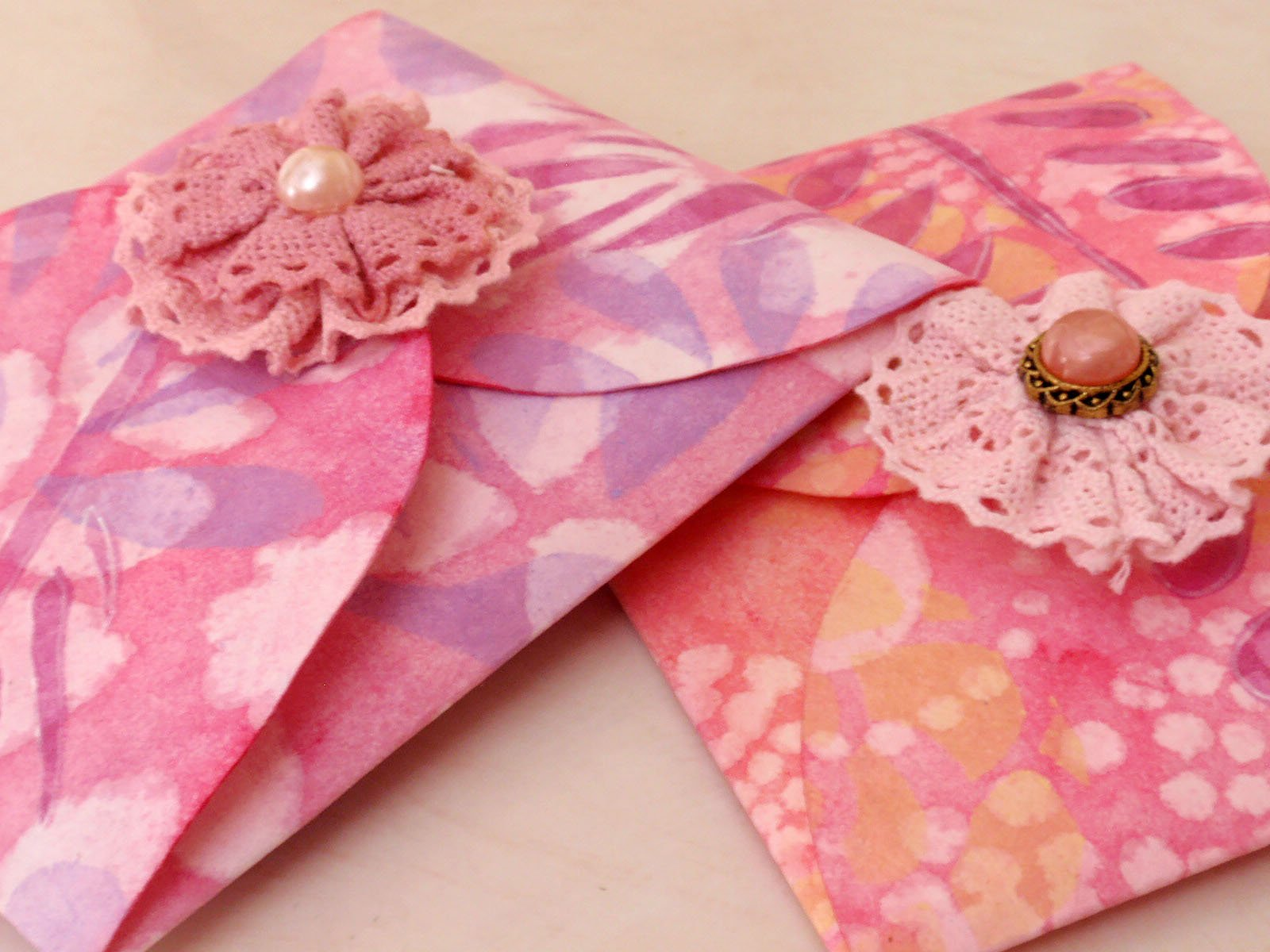 Mini Keepsake Pocket Book and Envelope: Gift for a Favorite Woman in your Life