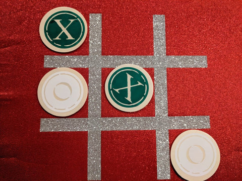 Cricut Table Tic Tac Toe with Vinyl and Iron On