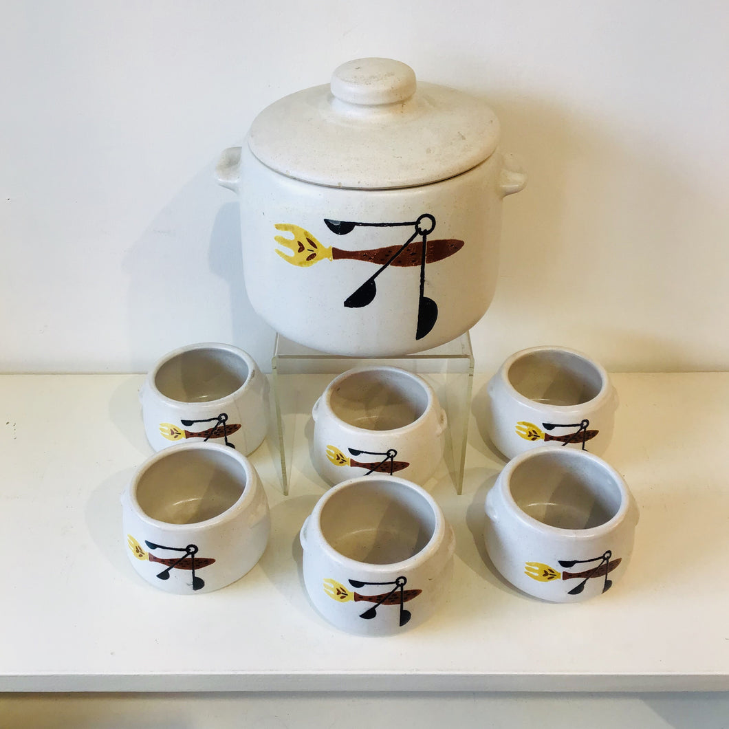1950s Bean Pot & 6 Cups
