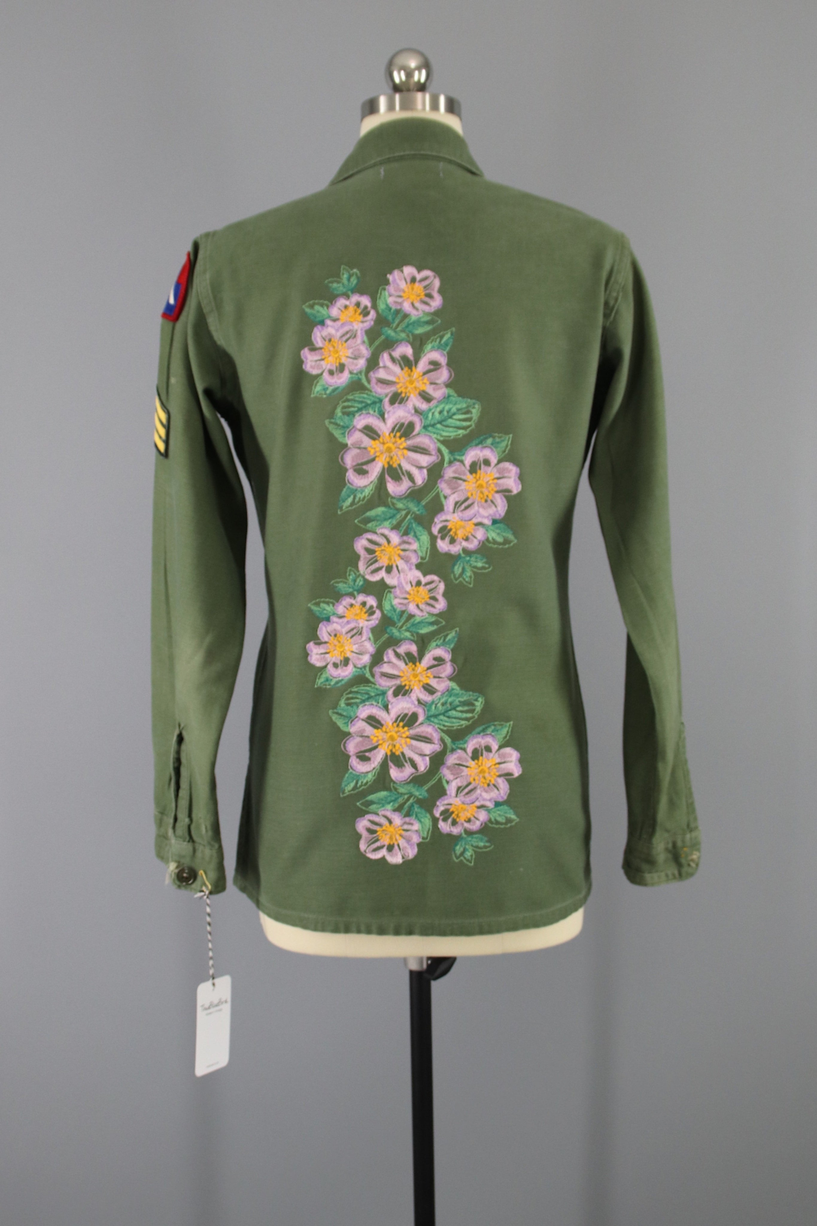 1960s US Army Vintage Embroidered Camo Shirt / Floral Embroidery Tops ThisBlueBird