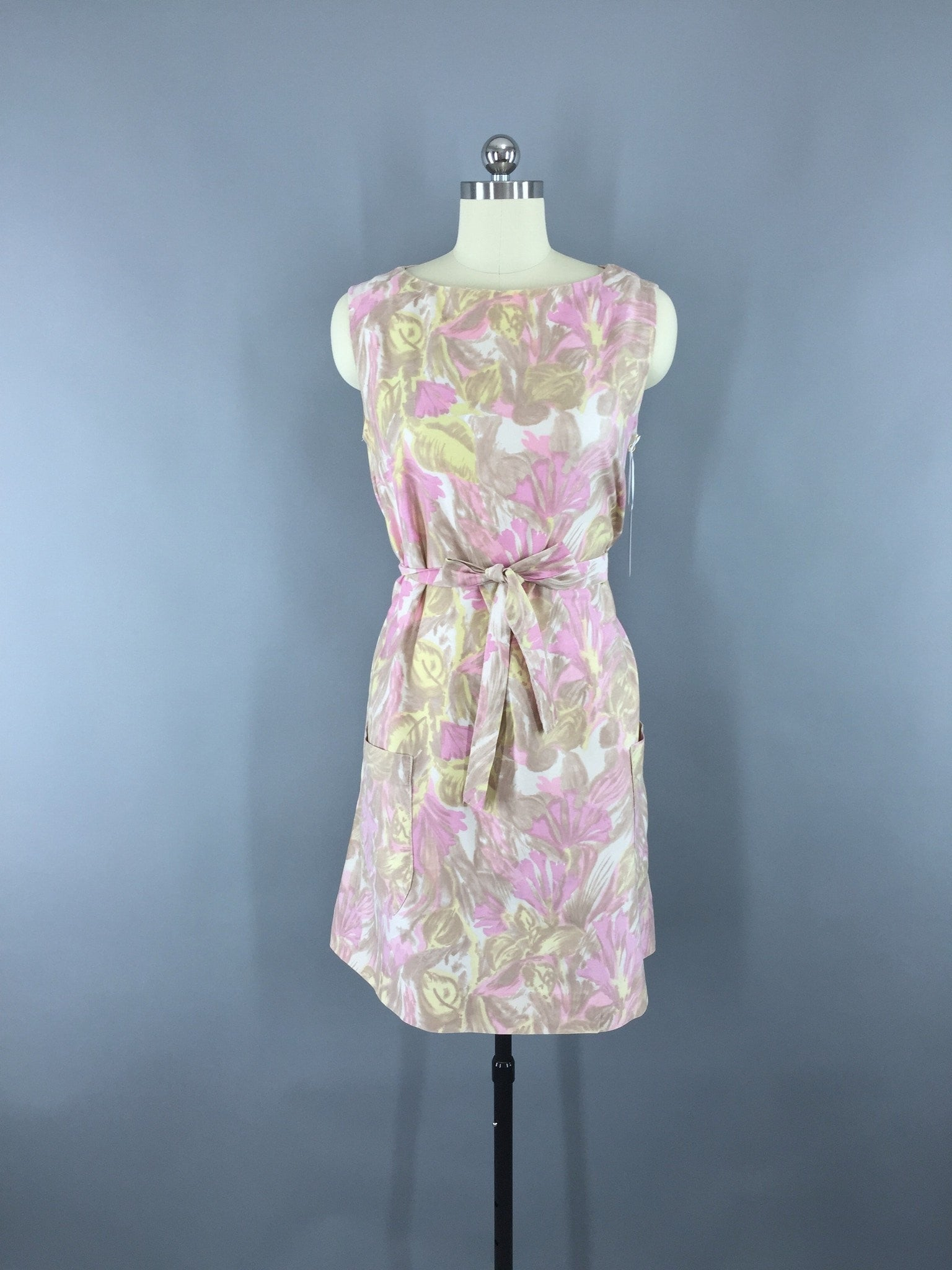 1960s Vintage Pink Floral Print Shift Dress Dress ThisBlueBird - Sale