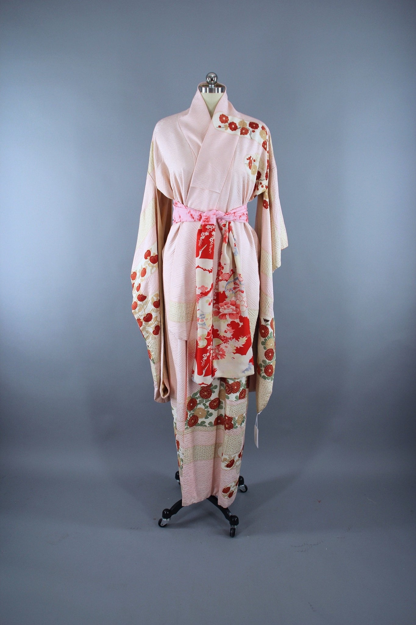 1960s Vintage Silk Kimono Robe Furisode in Pastel Pink and ...