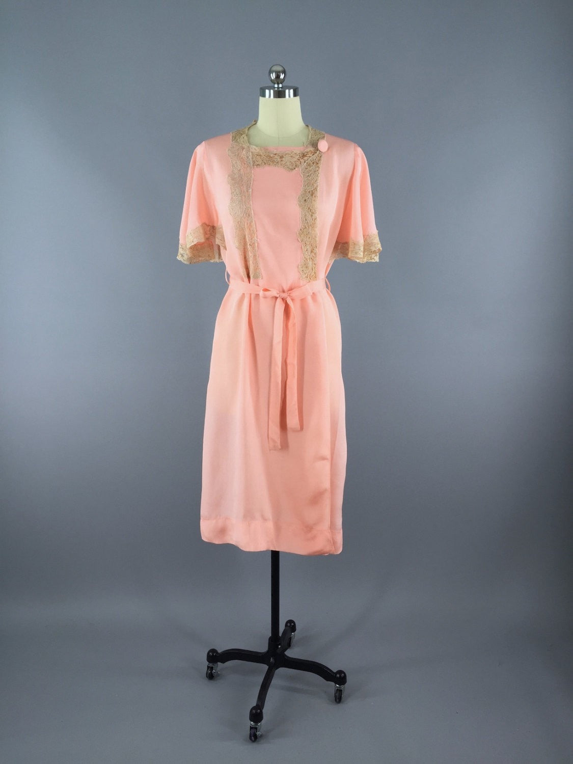Vintage 1930s Peach Lace Robe Dressing Gown - ThisBlueBird - Modern ...