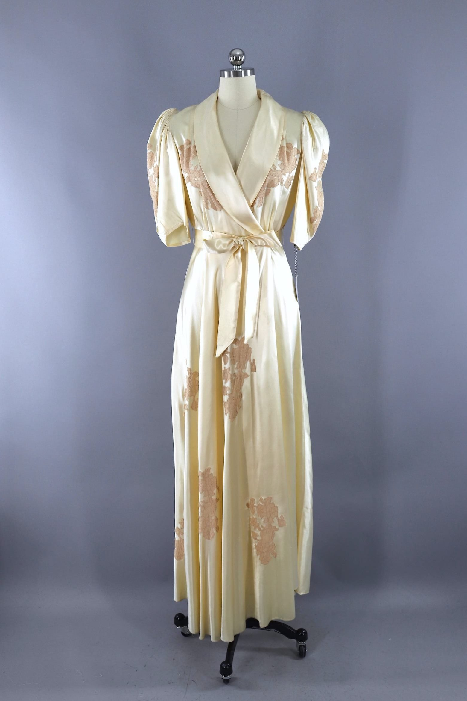46e24e8aa5 Vintage 1930s Satin and Lace Bias Cut Dressing Gown Robe