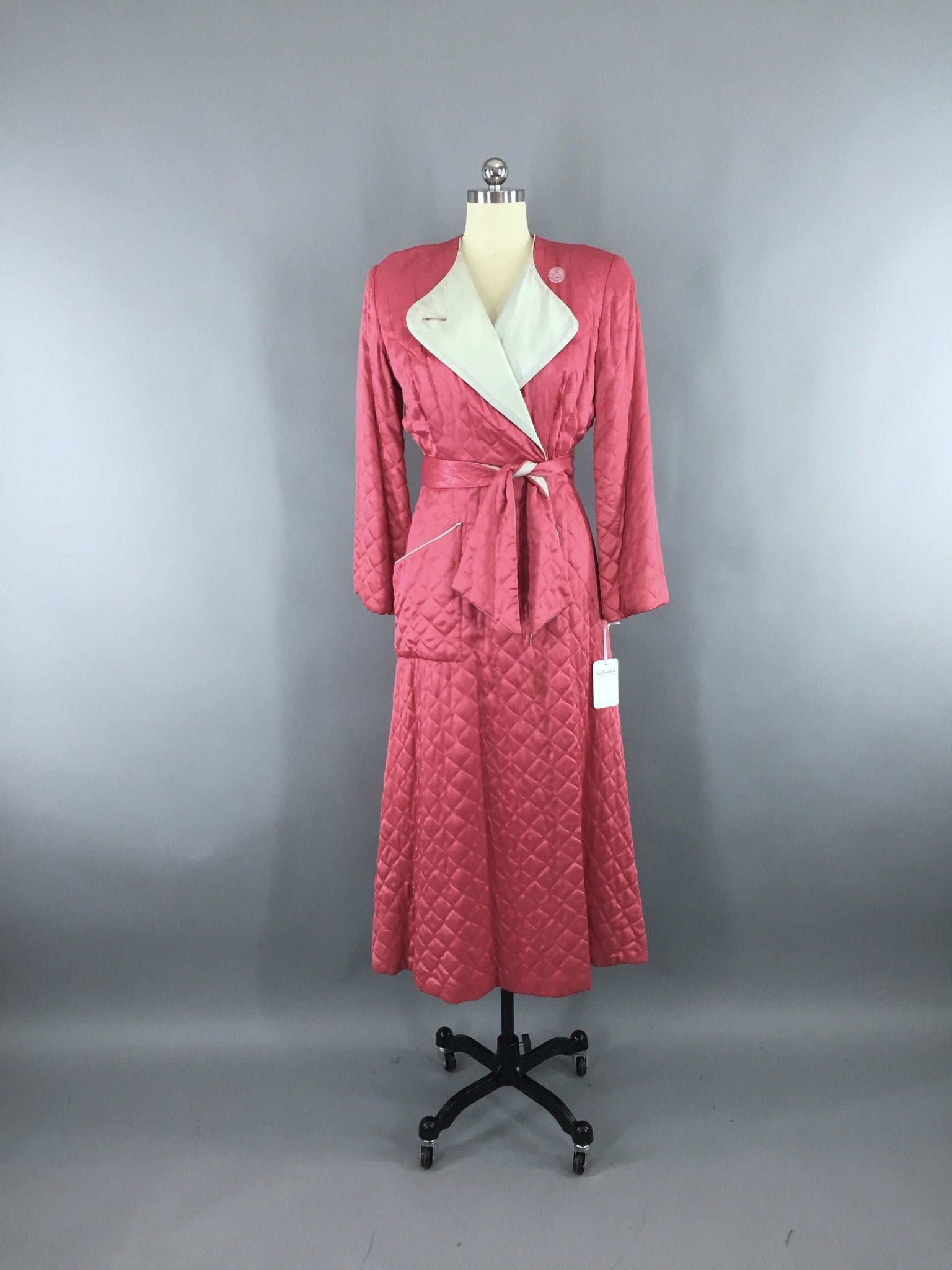eba2e2cb76 Vintage 1940s TEXTRON Hostess Coat Robe