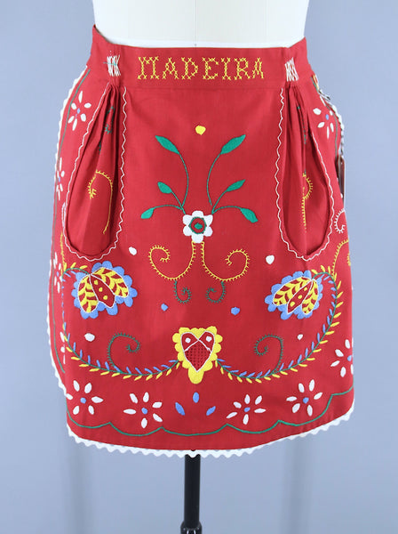 Vintage 1950s Half Apron / Madeira Red Folk Flowers / Rosa D'Ouro