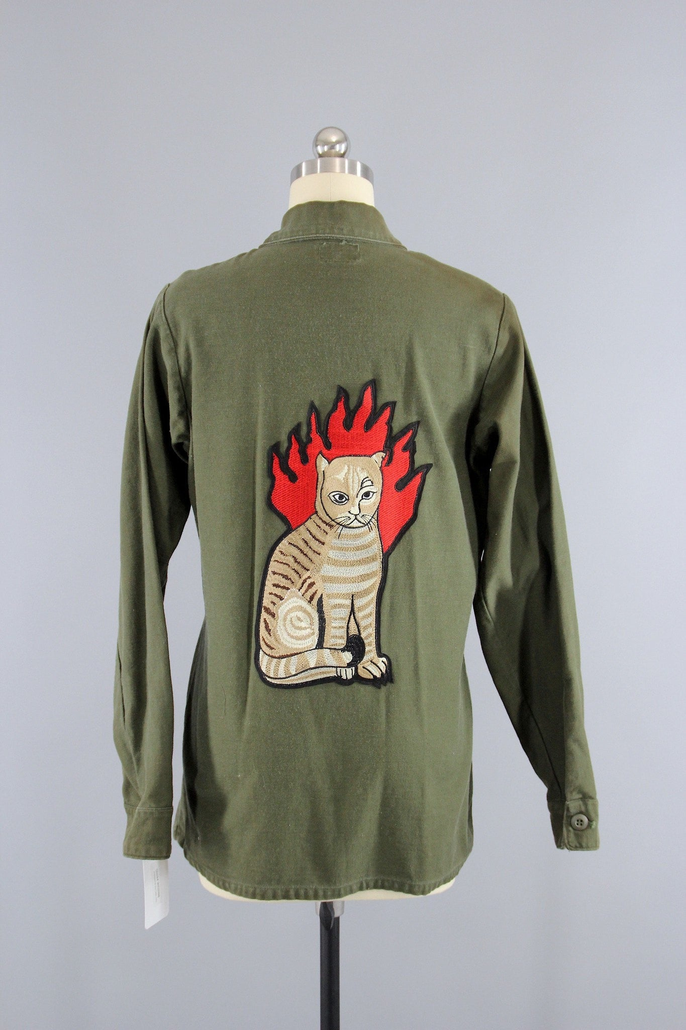 Vintage 1970s Embroidered US Army Shirt / Flaming Hell Cat Embroidery Patch Outerwear ThisBlueBird