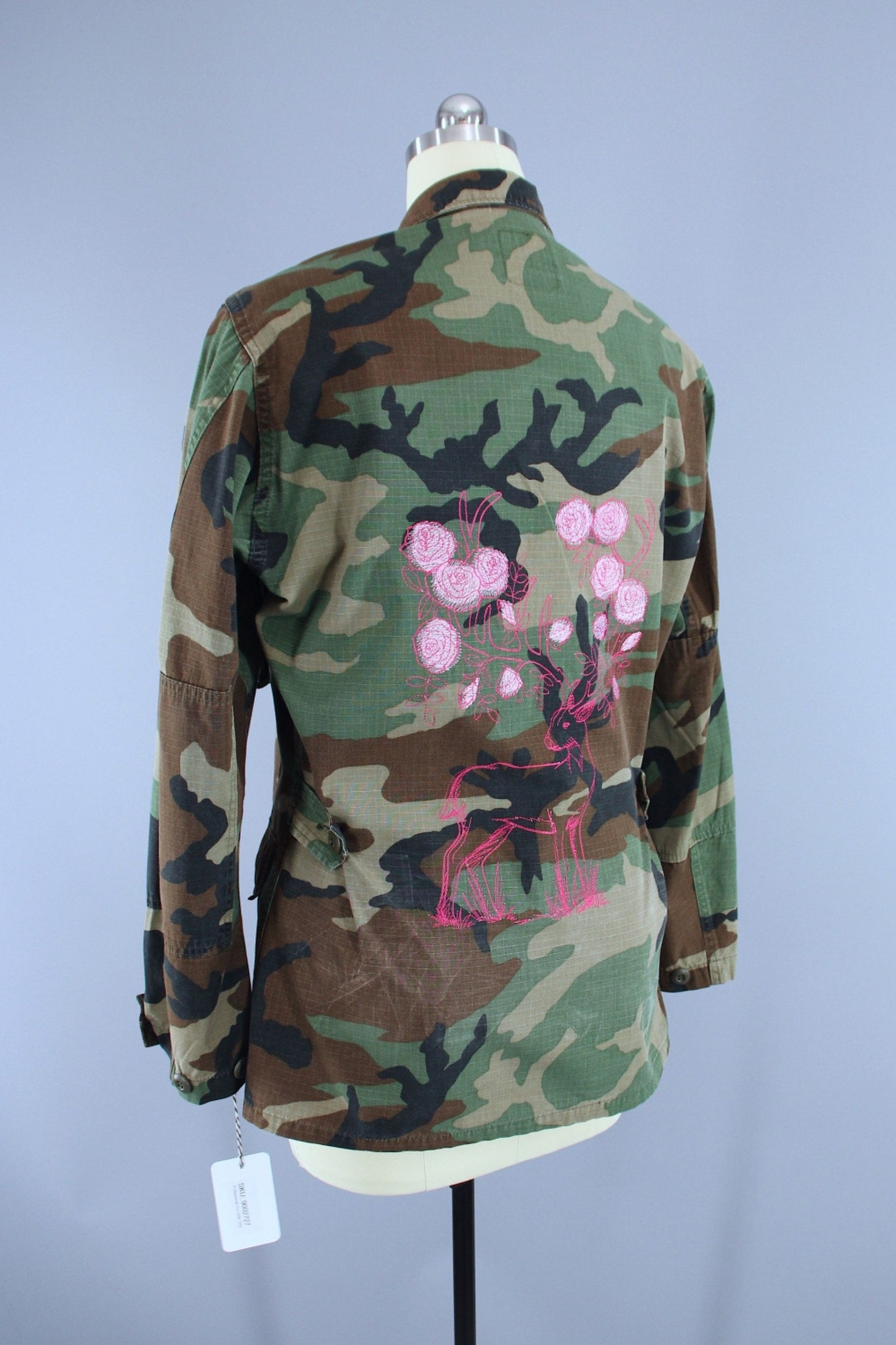 58166f11f0f89 Vintage US Army Embroidered Camo Jacket / Pink Stag Deer Rose Floral F