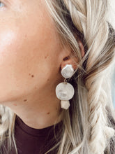 Load image into Gallery viewer, Pearl Girl Earrings