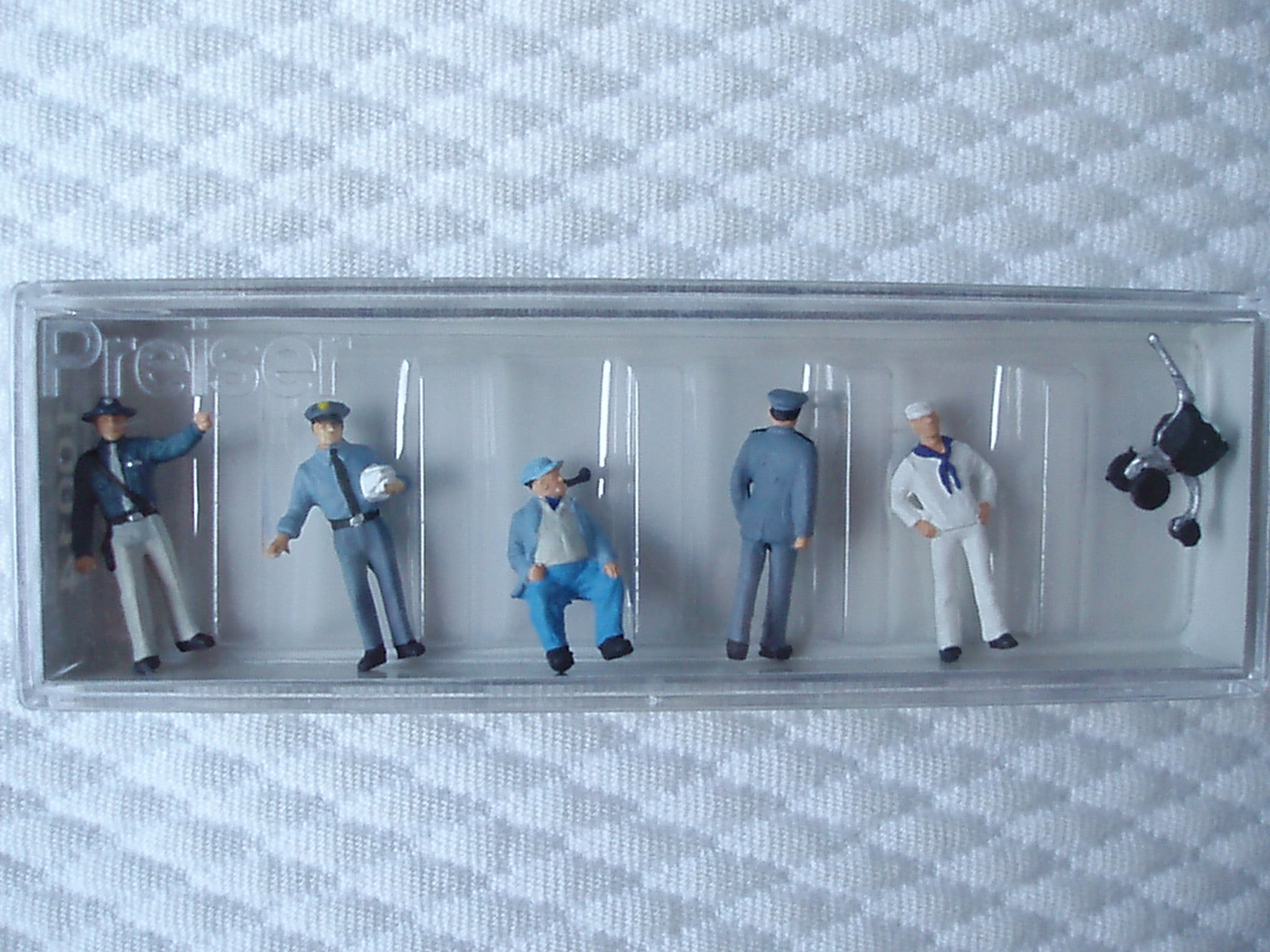 REF 10014 PROFESSIONS DIVERSES MARIN POLICIERS CASQUETTES PIPE PREISER NEUF ECHELLE HO 1/87