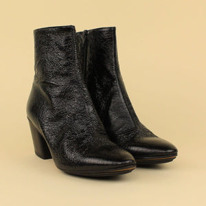 Ankle boot in vernice