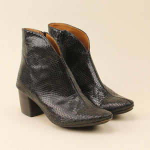 "Ankle boot in serpente scollo a ""V"""