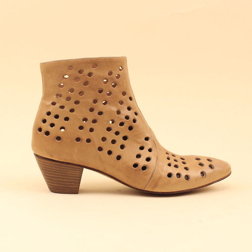 Ankle boot in nappa traforata