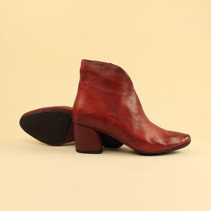 "Ankle boot in pelle scollo a ""V"""