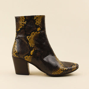 Ankle boot in pitone