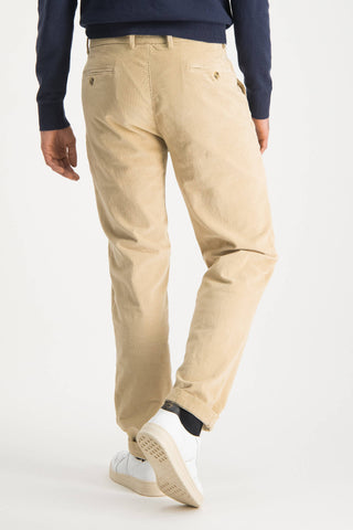 garment dyed regular fit chino van fijne corduroy