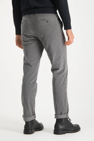 garment dyed slim fit chino van fijne corduroy