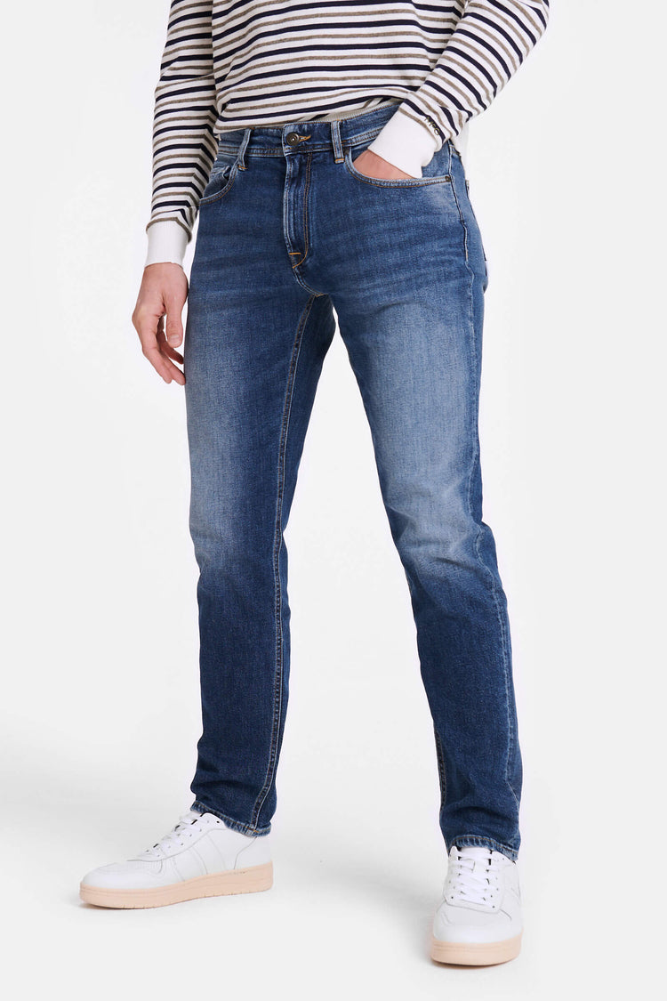 Regular fit jeans in donker blauwe vintage wassing