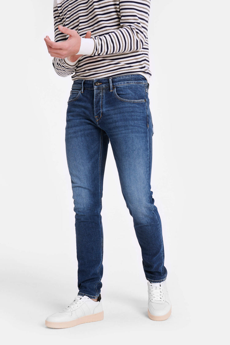 Slim fit jeans in donker blauwe vintage wassing
