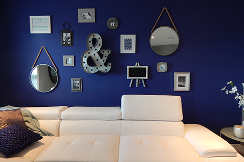 Perfect gallery wall - Bold colored wall