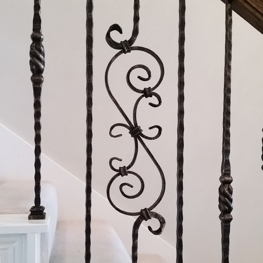 Tuscan Hammered Scroll Iron Baluster