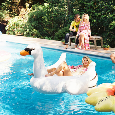 Image of Giant Inflatable White Swan - 1.5M - la-pool-guys