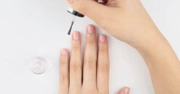How to Apply Nail Polish Neatly(Step-By-Step Guide with Pics)