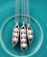 Load image into Gallery viewer, peas in a pod necklace