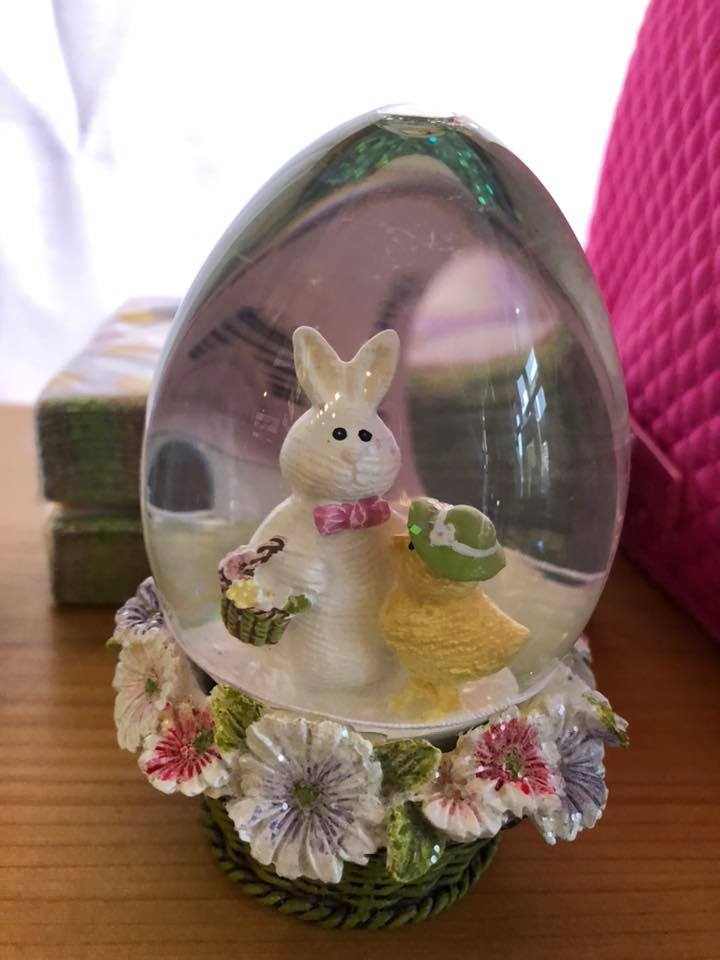 Easter Bunny Snowglobe