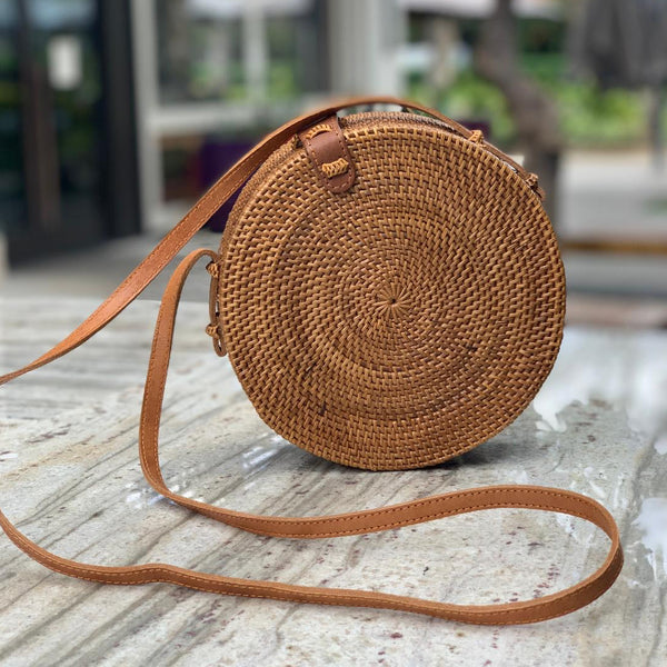 Tenganan Bag: Round lattice bag with leather straps Natural