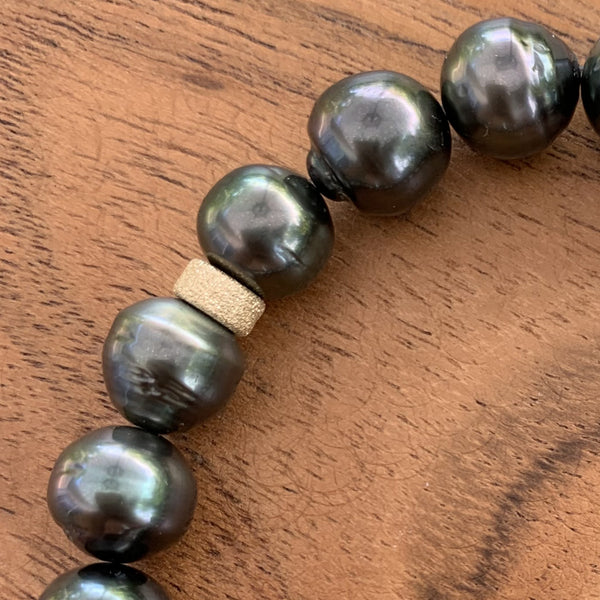 Elastic Tahitian Pearl Bracelet with Gold Dust Charm.