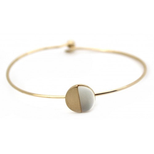 Brushed mother of pearl gold Wire Bracelet